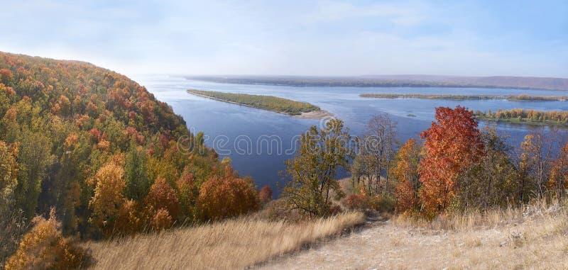 从伏尔加河的岸的看法 库存照片