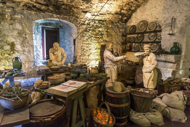 从伟大的厨房的中世纪场面在斯特灵城堡,苏格兰 库存图片