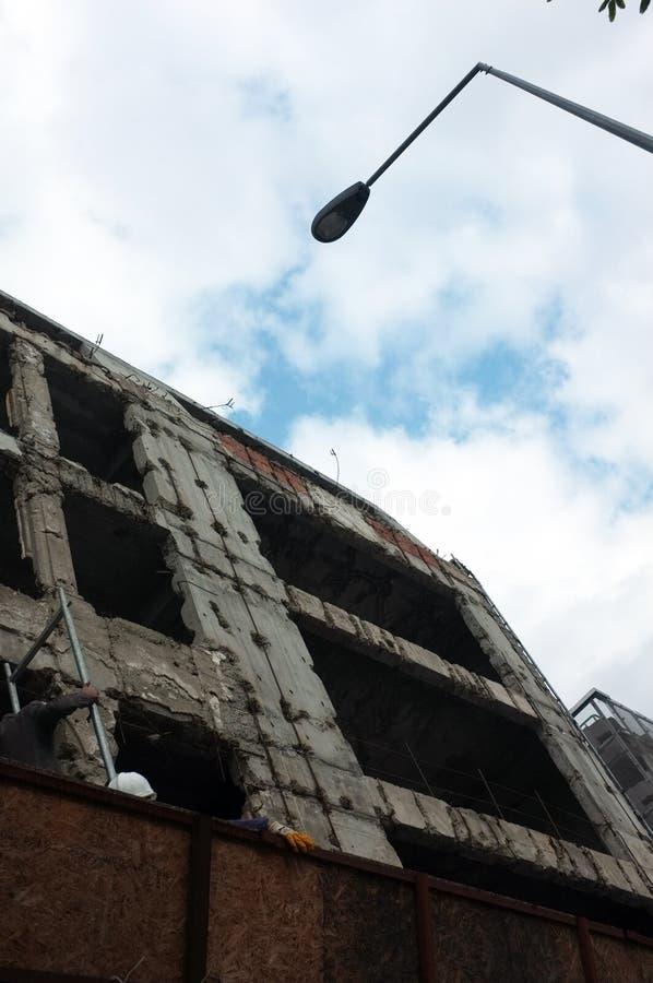 从低角度射击的楼房建筑 免版税库存照片