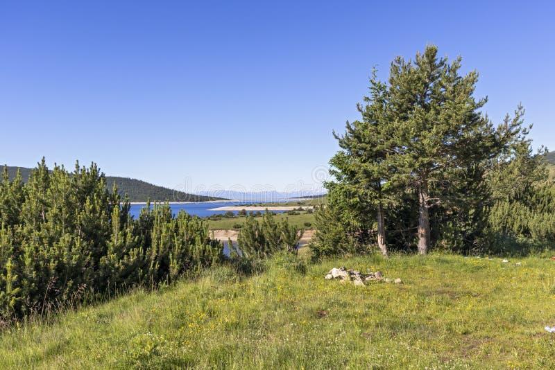 从供徒步旅行的小道的风景到Belmeken峰顶,里拉山脉山 库存图片