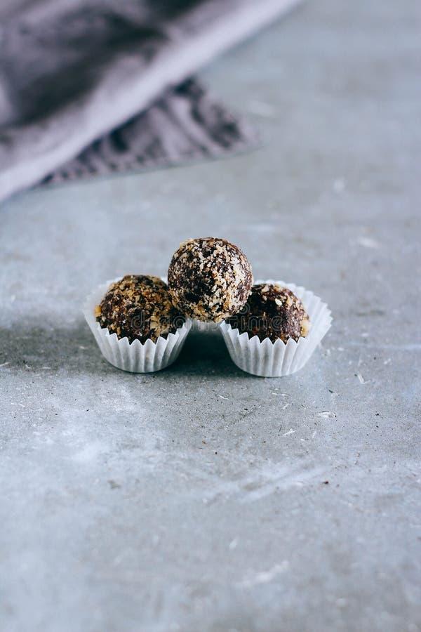 从修剪的自然未加工的甜点 免版税库存图片