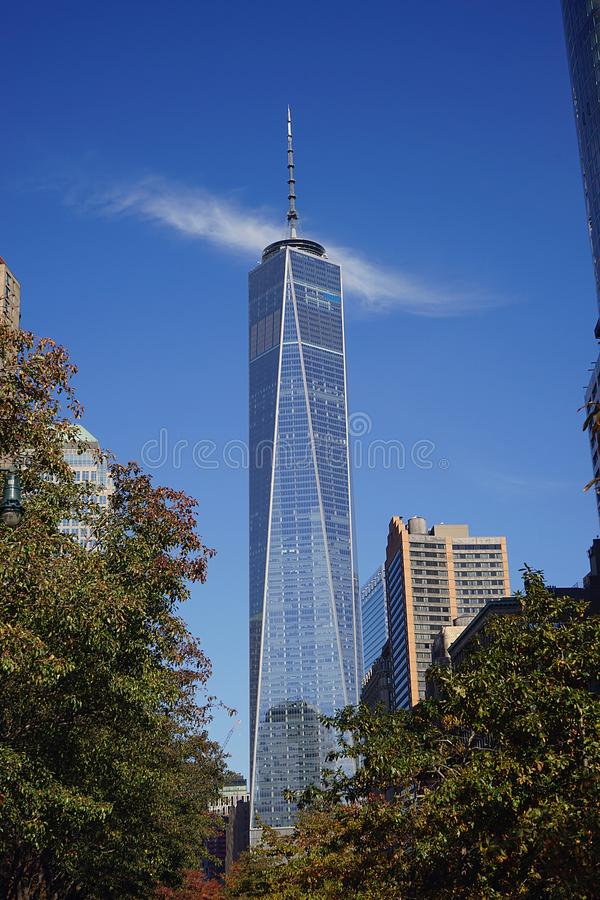 从公园的世界贸易中心一号大楼纽约 图库摄影
