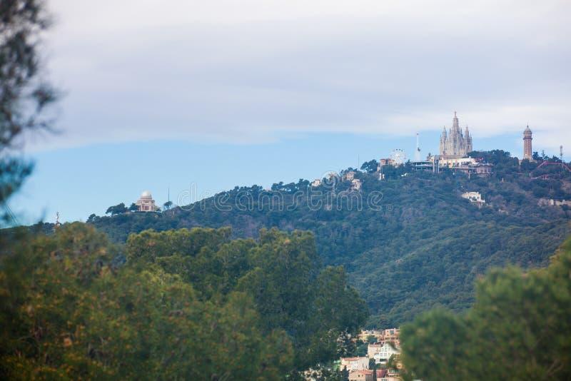 从公园看见的Tibidabo山Guell 库存图片