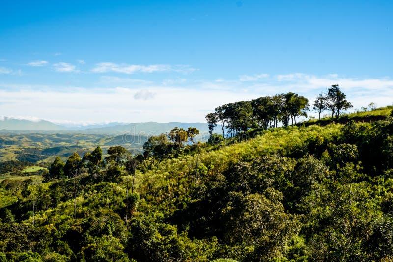 从农场的山景在库尼亚,圣保罗 在t的山脉 库存图片