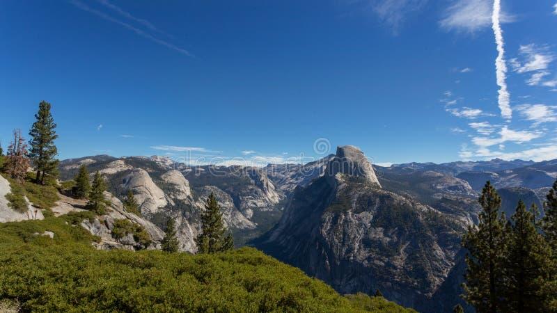 从冰川点的半圆顶风景在优胜美地国立公园 库存图片