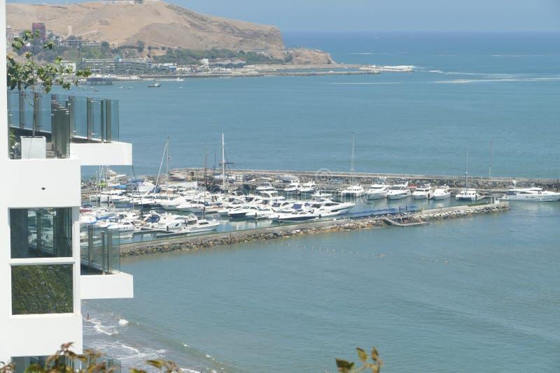 从利马巴兰科区的小游艇船坞视图  库存照片