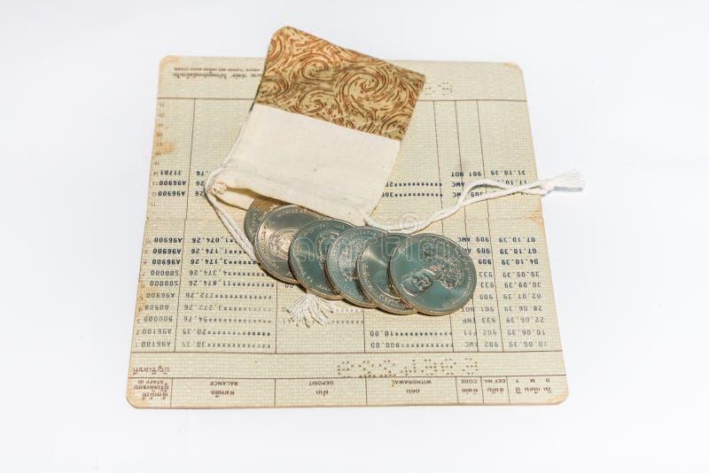 从前泰国货币、硬币类型和银行存款簿 库存图片