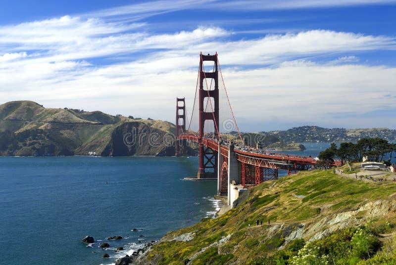 从加利福尼亚肋的足迹的金黄桥梁 库存图片