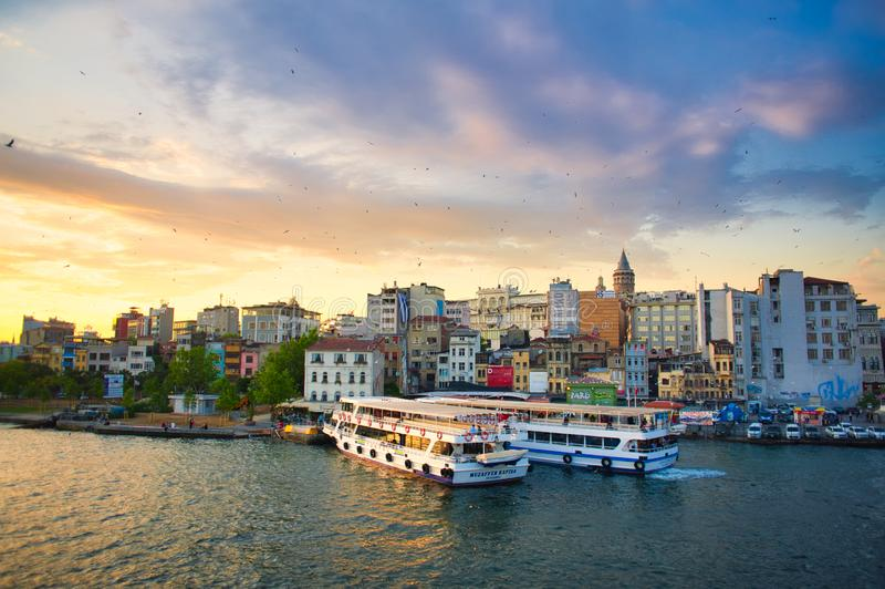 从加拉塔桥梁的伊斯坦布尔视图 免版税库存照片