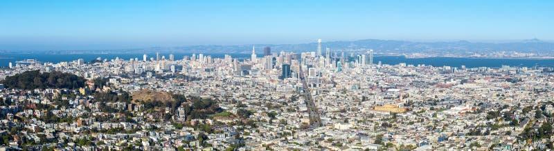 从双峰顶的旧金山地平线,全景视图,加利福尼亚,美国 免版税图库摄影
