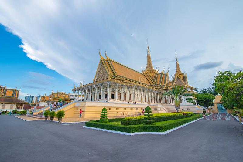从另一透视王宫的王位大厅,柬埔寨 库存图片
