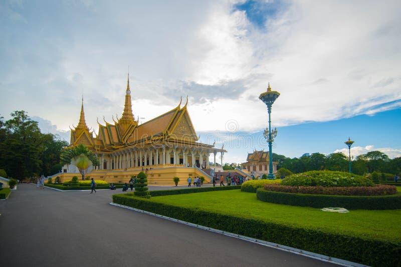 从另外角度王宫,柬埔寨的王位 免版税库存图片