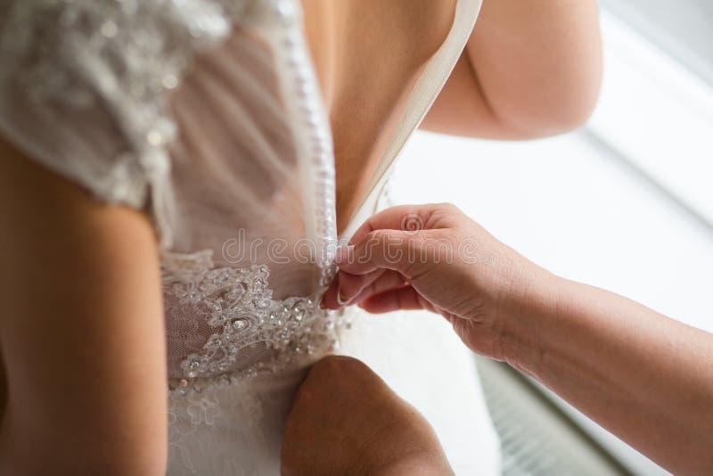 从后面的新娘 免版税库存照片