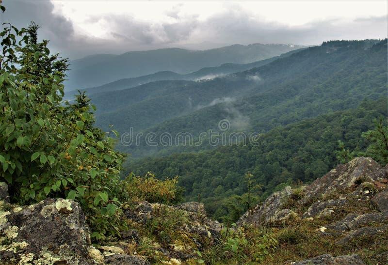 从吹的岩石的蓝岭山脉 免版税库存图片