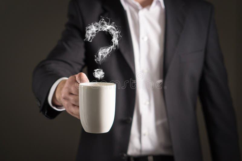 从咖啡蒸汽的问号 形成标志的烟 免版税库存图片