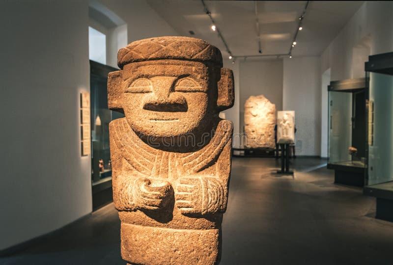 从哥伦比亚哥伦布发现美洲大陆以前美术馆的-圣地亚哥,智利的似人雕塑 免版税库存图片