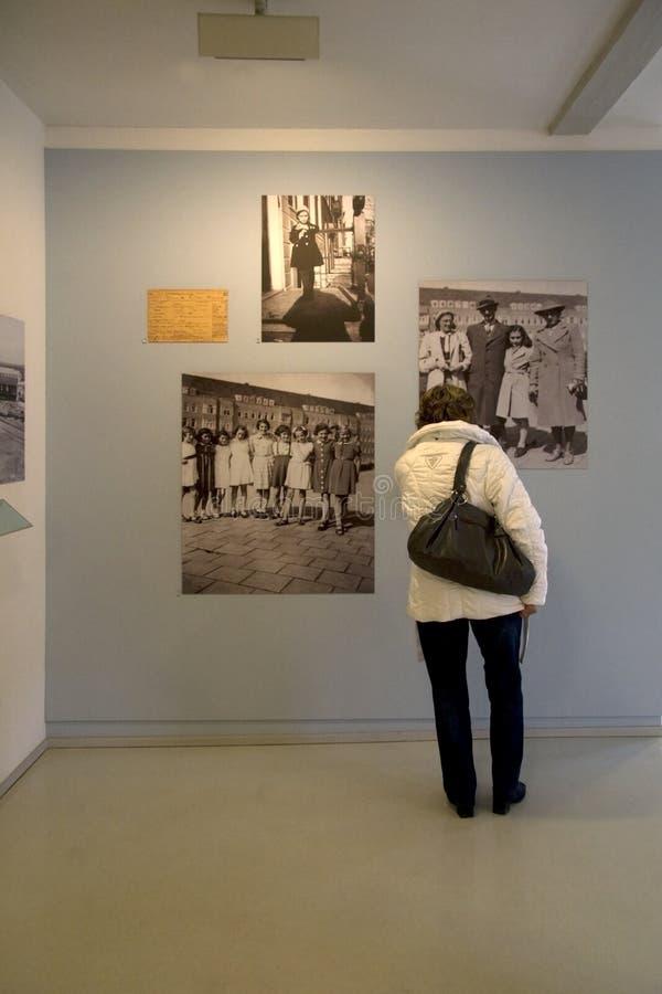从圣安妮弗兰克生活的照片在荷兰语亭子 库存照片