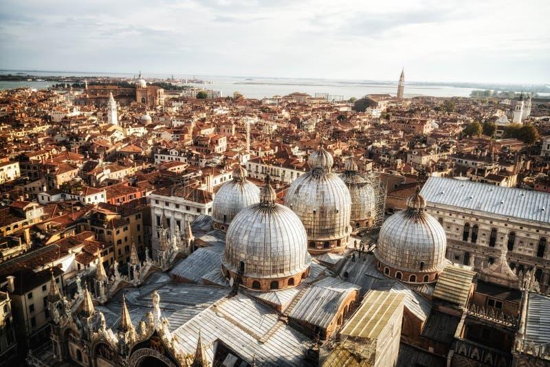 从圣马克的广场的威尼斯意大利地平线 库存照片