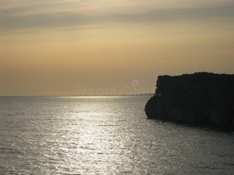 从地中海的峭壁的日落 库存照片