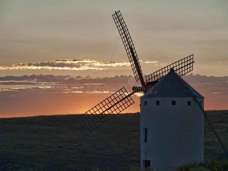 从坎波德克里普塔纳唐吉诃德土地的风车 库存图片
