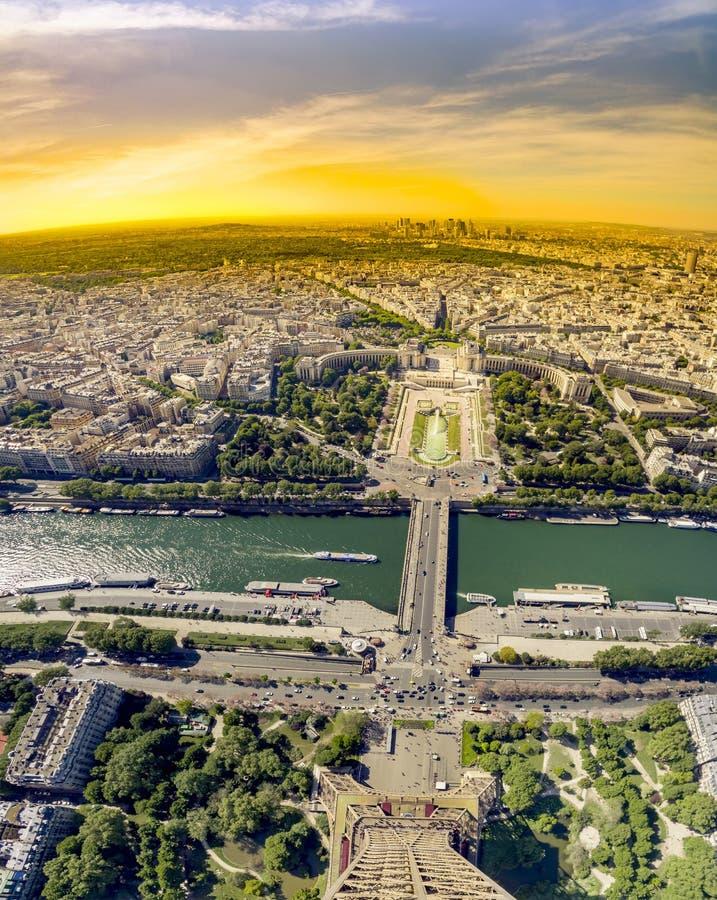 从埃菲尔铁塔的顶端看法在巴黎 免版税库存照片