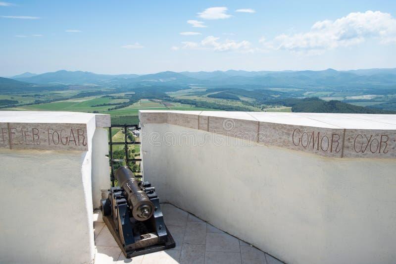 从城堡Fuzer的看法与大炮在匈牙利 免版税库存图片