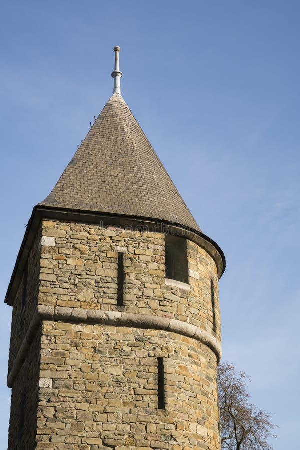 从城市墙壁的塔在被加强的城市马斯特里赫特,荷兰 免版税库存照片