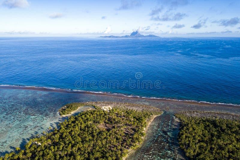 从塔哈的博拉博拉岛空中风景法属波利尼西亚 图库摄影
