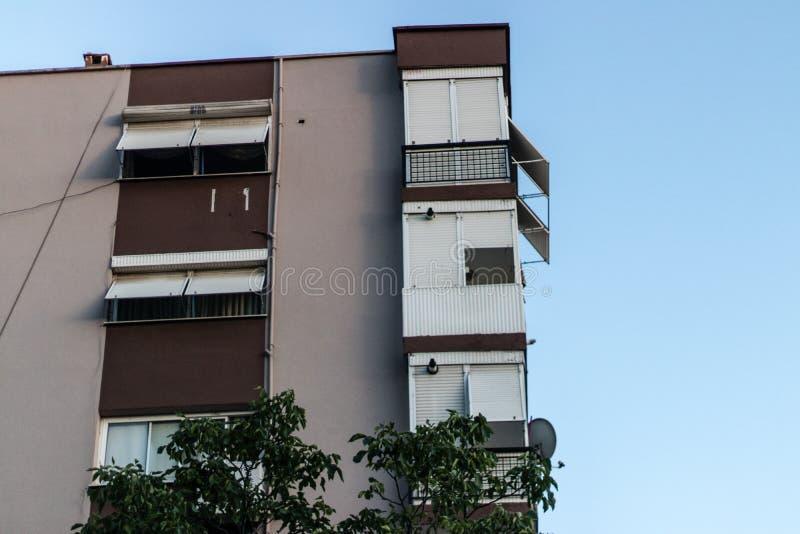 从大厦的建筑壁角射击 免版税库存图片