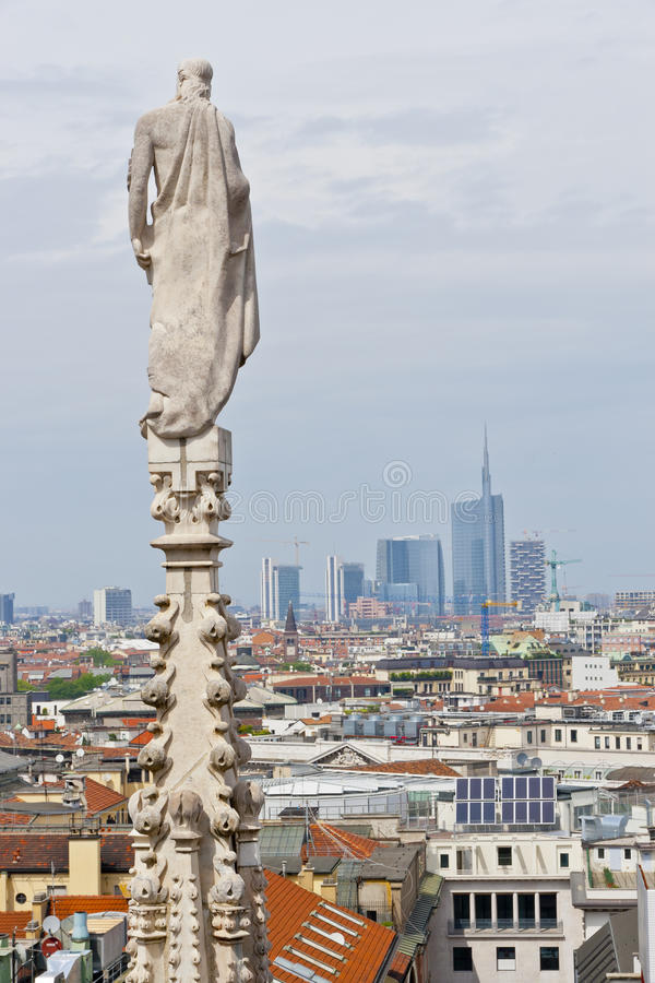 从大教堂的鸟瞰图在米兰,意大利 图库摄影