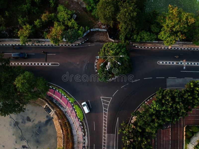 从大角度看法的城市道路 免版税库存照片
