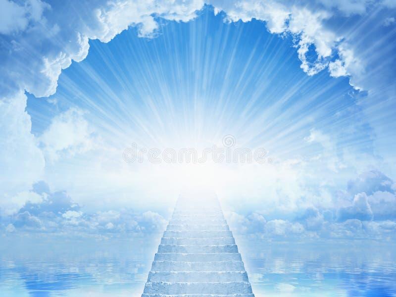 从天堂的光,对天堂的楼梯 免版税库存照片