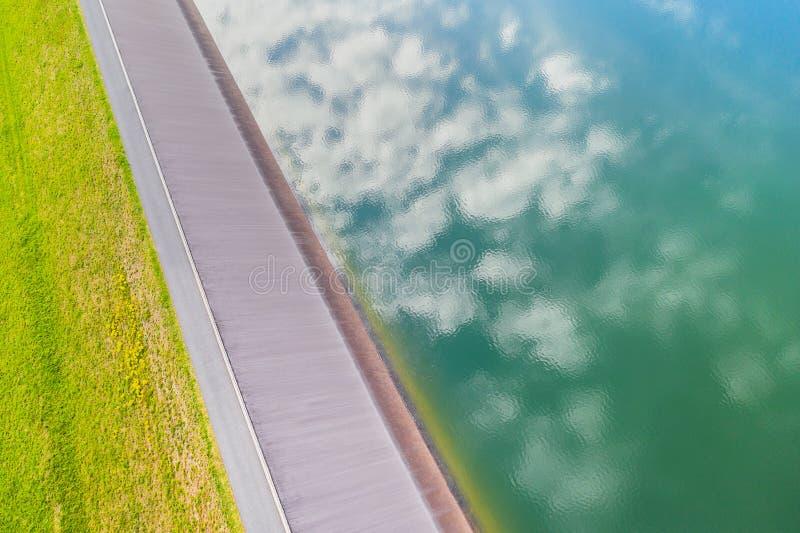 从天而降的水坝 库存照片