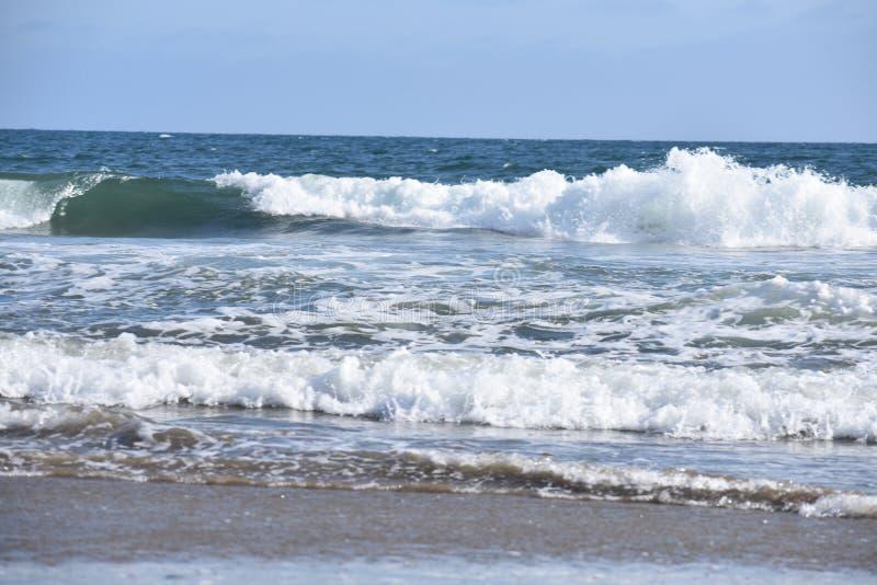 从太平洋的修造的波浪沿南加州海岸, 9 图库摄影