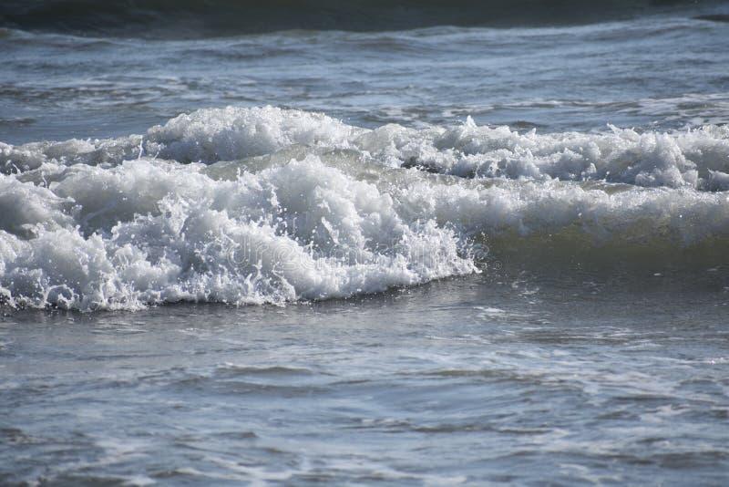 从太平洋的修造的波浪沿南加州海岸, 12 库存图片