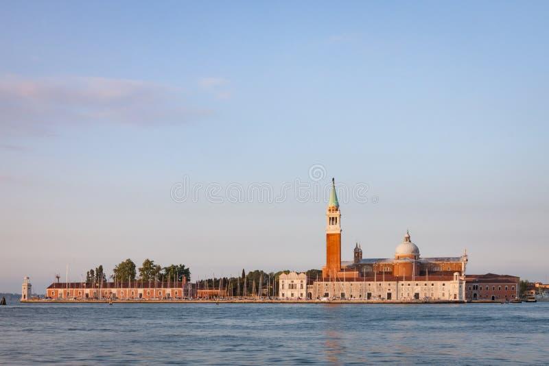 从威尼斯泻湖对面欣赏圣乔治马焦雷 库存图片