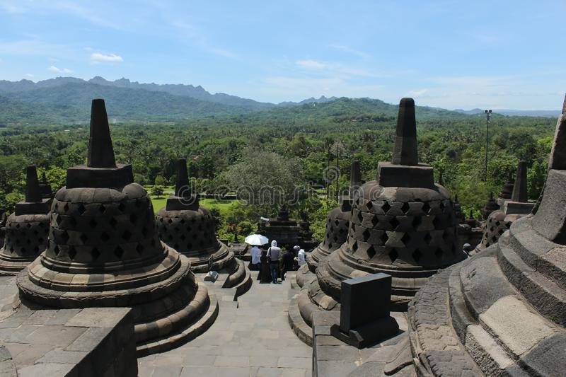 从婆罗浮屠寺庙的顶端看法 图库摄影