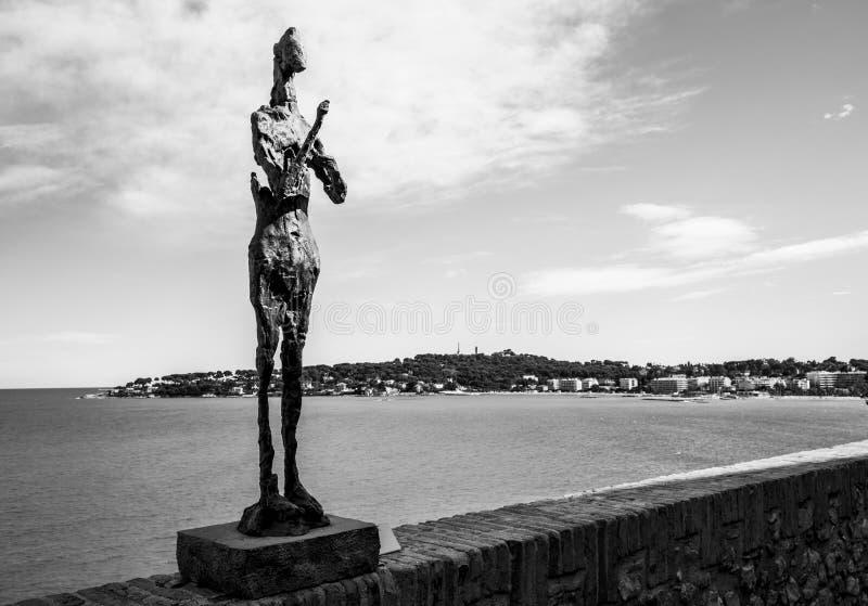 从安地比斯的巴勃罗・毕卡索石雕塑 库存照片