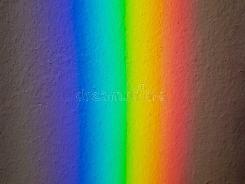 从导致彩虹棱镜作用的玻璃镜子的反射 免版税图库摄影
