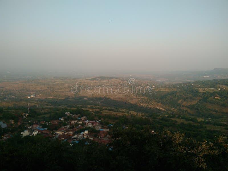 从小山的印度村庄视图 库存图片