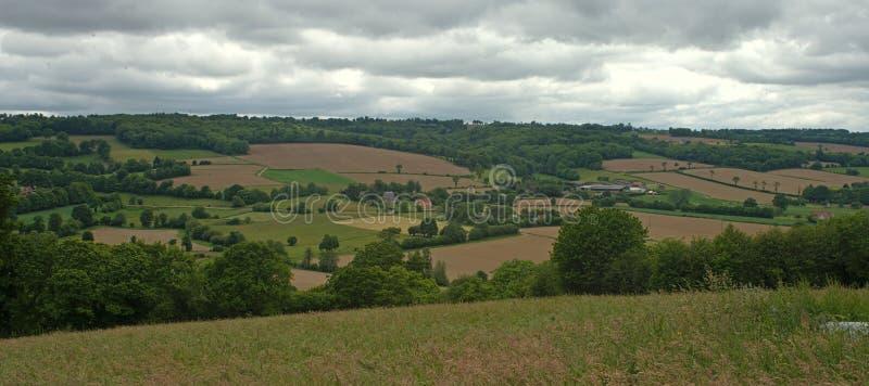 从小山的看法在平静的风景在农村诺曼底 图库摄影