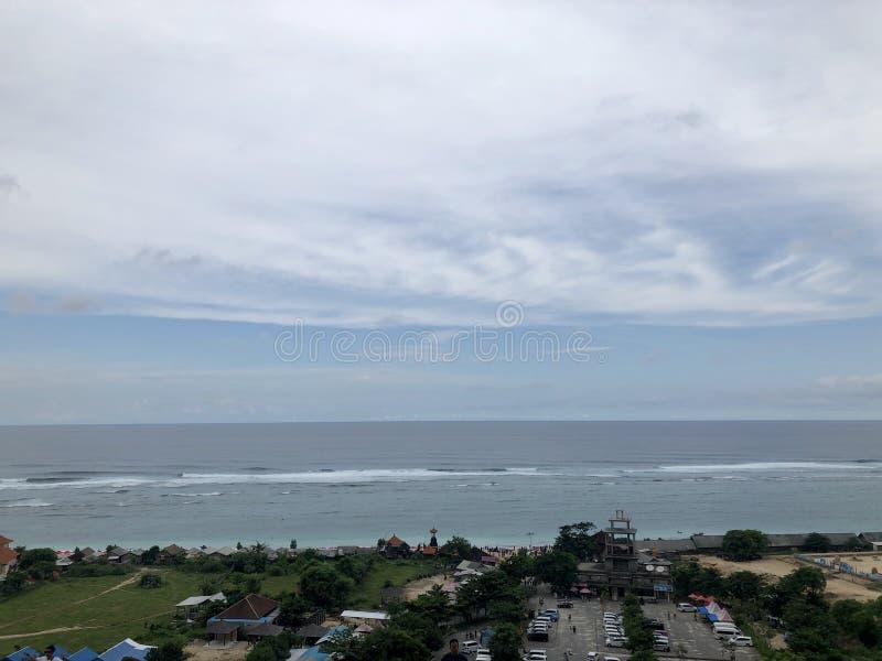 从小山的顶端看的海看法 图库摄影