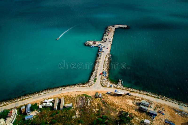 从小山的顶端被射击的渔码头 免版税库存图片