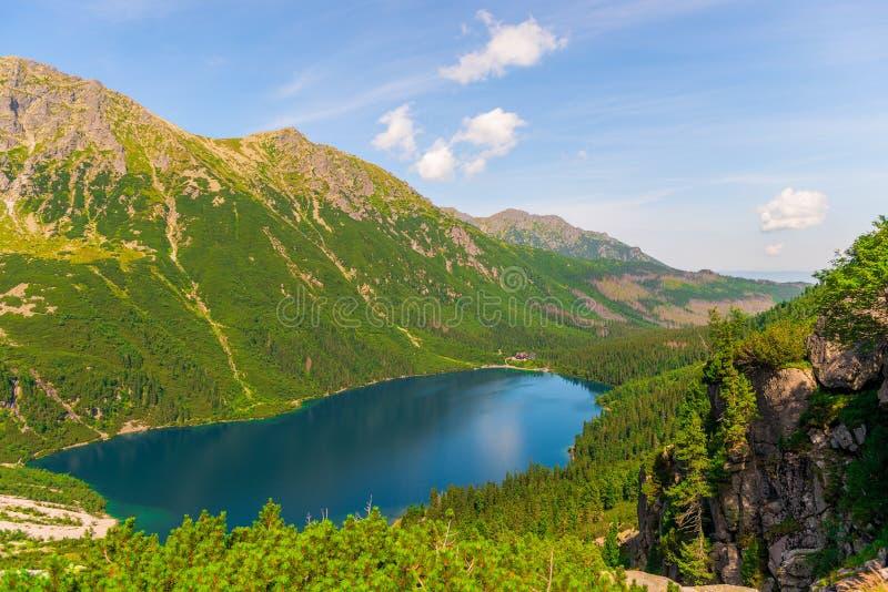 从山的看法向美丽的风景湖Morskie Oko 库存图片