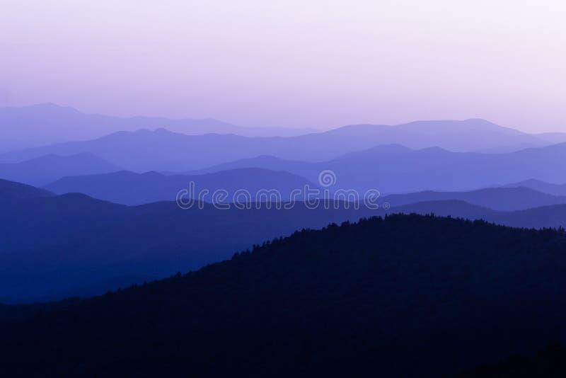 从山的顶端日出视图 库存照片