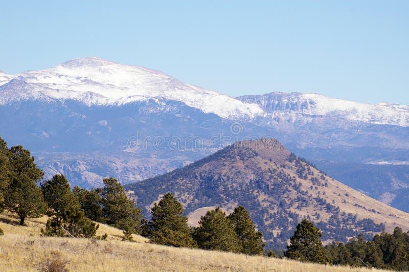 从山麓小丘的矛峰顶到西部 免版税库存照片