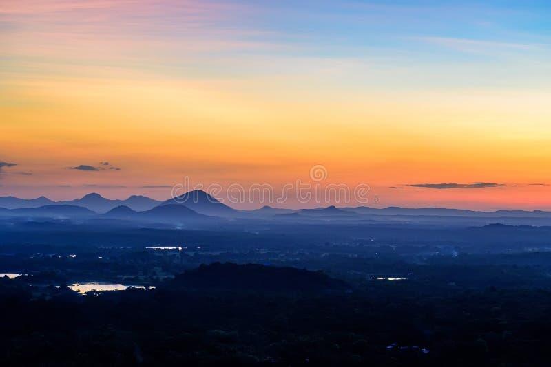 从岩石堡垒观看的惊人的日落锡吉里耶 库存照片