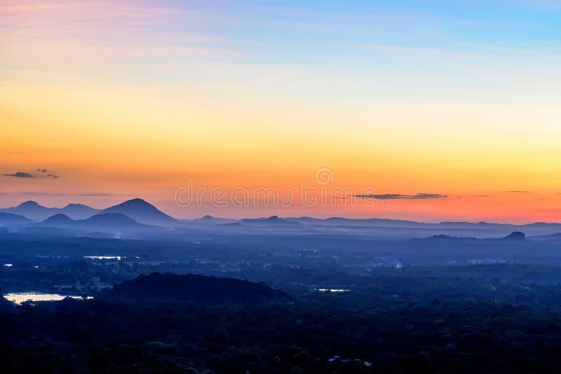 从岩石堡垒观看的惊人的日落锡吉里耶 库存图片