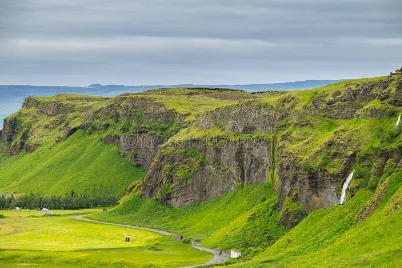 从峭壁的顶端看法在Seljalandsfoss瀑布, Icel附近 免版税库存照片