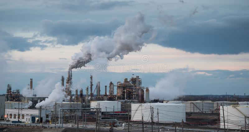 从工厂的大气污染 免版税库存照片